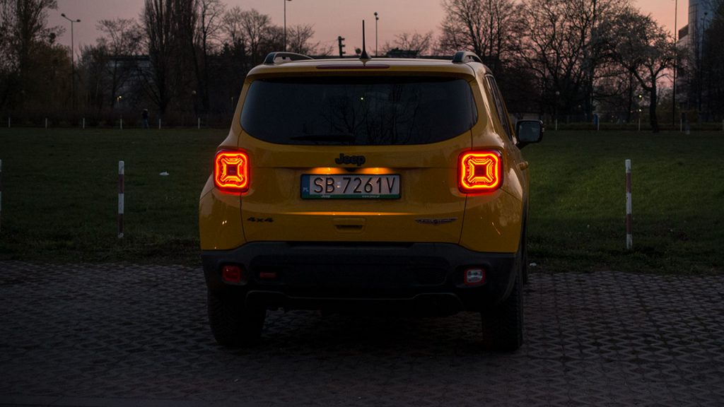 Jeep Renegade Trailhawk 2019 - noc tył